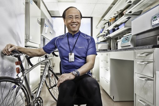CV professor Zhen Yan conducts research on diabetic cardiomyopathy.