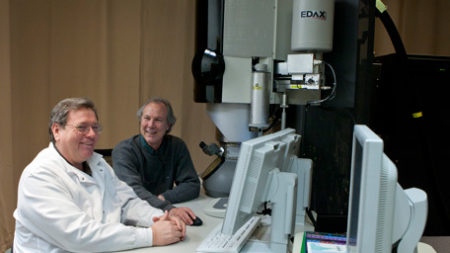 two researchers looking at the molecular electron microscope