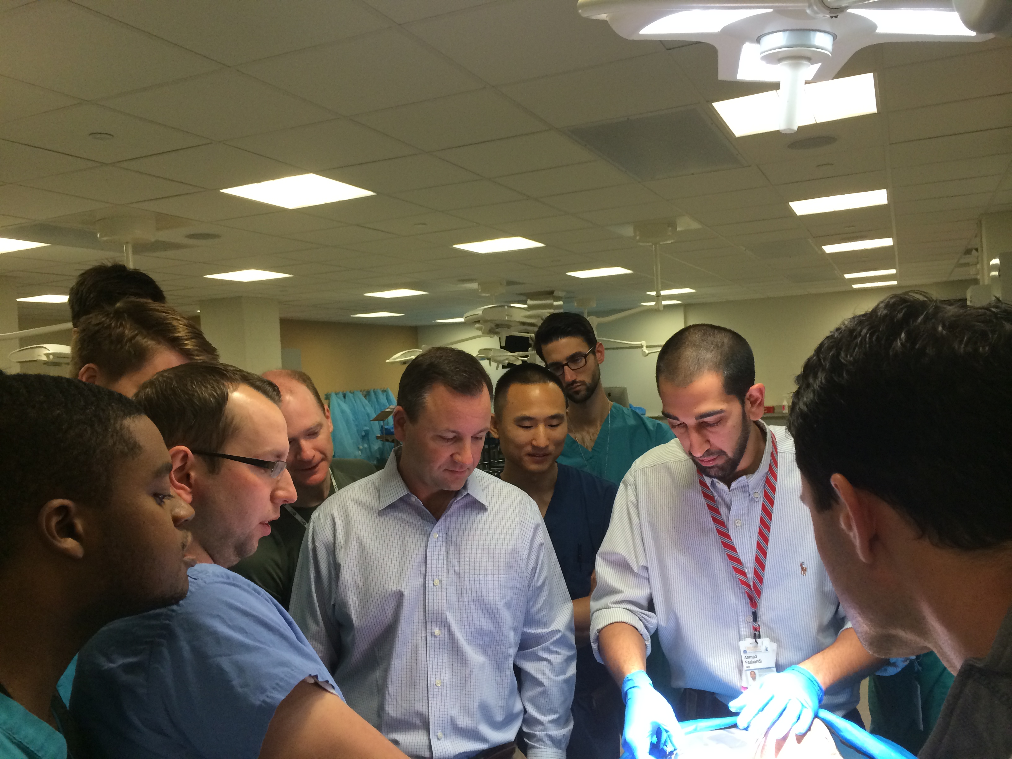 Wojciech Czoch and Ahmad Fashandi present the anatomy of the shoulder during cadaver dissection.